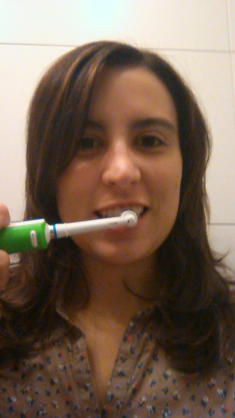 La Embajadora iriski prueba Oral-B